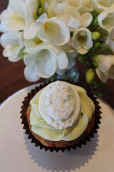 fondant cameo cupcake