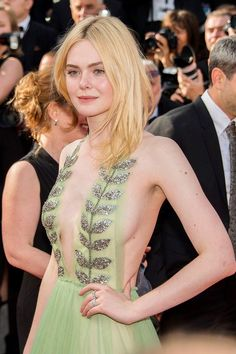 Elle Fanning style in 2020 (With images) Top Celebrities, Beautiful Celebrities, Most Beautiful Women, Beautiful Actresses, Celebs, Beautiful People, Ellie Fanning, Dakota And Elle Fanning, Fanning Sisters