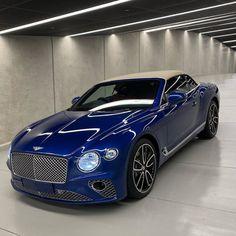 Sequin Blue is the color of this GTC with a hood in Tweed. Bentley Suv, New Bentley, Bentley Motors, Luxury Sports Cars, Top Luxury Cars, Bently Car, Bentley Continental Gt Speed, Bentley Rolls Royce, Custom Muscle Cars