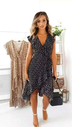 Wrap Dress Outfit, Dress Outfits, Fashion Dresses, Wrap Dress Midi, Picture Outfits, Dress Shoes, Shoes Heels, Floaty Summer Dresses, Casual Summer Dresses