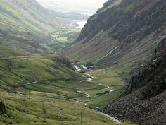 Llanberis Pass, Gwynedd, Wales - complete with KMP bus! Snowdonia, Anglesey, Cool Places To Visit, Places To Travel, Travel Destinations, Uk Summer Holidays, Visit Wales, Wales Uk, Places Of Interest
