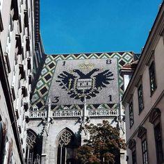 Jedno z ulubionych zdjęć z Wiednia. Nie jest to najlepszy kadr na świecie ale ja kocham kolorowe dachy. #dach #wiedeń #vienna #austra