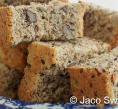 Saad-en-neutbeskuit (seed and nut rusks) Healthy Juice Recipes, Nut Recipes, Pastry Recipes, Healthy Treats, Cooking Recipes, Rusk Recipe, Pecan Nuts, Oven Dishes, South African Recipes