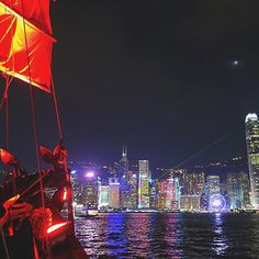 【jphkchuck】さんのInstagramをピンしています。 《いろんな光に照らされて。 Night in light.  #夜景 #海 #船 #ジャンクボート #ビル #高層ビル #月 #ライト #ネオン #リフレクション #維多利亞港 #香港 #nightscene #nightview #boat #junkboat #aqualuna #building #highrise #moon #light #neon #led #reflection #victoriaharbour #hk #hkig #hkiger #hkview》