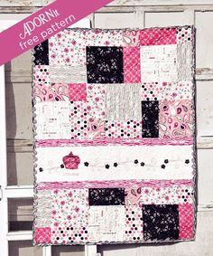 ListEn iN: FREE Princess Quilt Pattern (could be adapted with Disney Princess prints and solids)