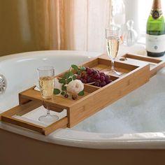 Un plateau pour poser du vin et un livre dans le bain - La Feuille de Vigne