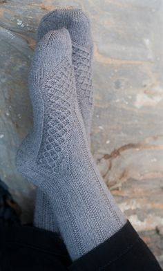Finally going to use that sock yarn I bought 3 years ago - knitting Knitting Stitches, Knitting Patterns Free, Free Knitting, Knitting Socks, Free Pattern, Pattern Ideas, Crochet Socks, Knitted Slippers, Knit Or Crochet
