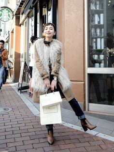 トレンチコートの結び方&着こなし特集☆大人女子にオススメの冬スタイリング特集 Denim Fashion, Love Fashion, Spring Fashion, Autumn Fashion, Womens Fashion, Fashion 2020, Fasion, Lady, Style Me