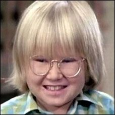 """Separated at birth.......* Paul Williams, the pint-sized songwriter of """"The Rainbow Connection"""" and """"We've Only Just Begun,"""" could very well be the proud papa of Robbie Rist, The Brady Bunch's Cousin Oliver."""