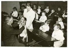 schoolartsendienst aan het werk den haag 1940