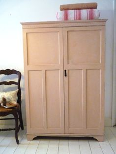 annie sloan antoinette Wardrobe Furniture, Paint Furniture, Armoire, Chalk Paint Projects, Spare Room, Annie Sloan, Decoration, Musical Instruments, Room Inspiration