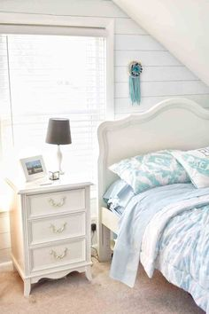 How to create a bedroom your daughter will love. Tween Girl Bedroom decor ideas including organization, decor accents and bedding. Cute Teen Rooms, Bedroom Decor For Teen Girls, Girl Bedroom Designs, Teen Room Decor, Modern Bedroom Design, Teen Girl Bedrooms, Diy Bedroom Decor, Tween Girls, Home Decor