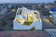 """Inspired By Flight! The """"Flying House"""" By IROJE KHM Architects"""