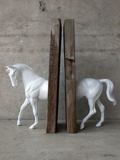 Made of a plastic horsie (breyer horses) and two random slabs of wood(Diy Pour Cheval) Fun Crafts, Diy And Crafts, Arts And Crafts, Wooden Crafts, Ideias Diy, Plastic Animals, Diy Décoration, Diy Projects To Try, Wood Projects