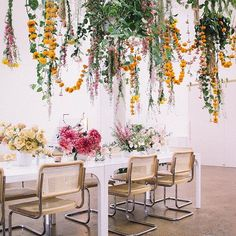 Wedding flower guide - Love is in the Air! Hanging Floral Installation Ideas for the Wedding – Wedding flower guide Hanging Flowers Wedding, Hanging Wedding Decorations, Wedding Centerpieces, Wedding Bouquets, Tall Centerpiece, Purple Bouquets, Flower Bouquets, Wedding Flower Guide, Floral Wedding