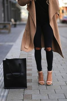 Nude + Black = (and I LOVE the cut-out knees on the black leggings!) Сумка просто класс!