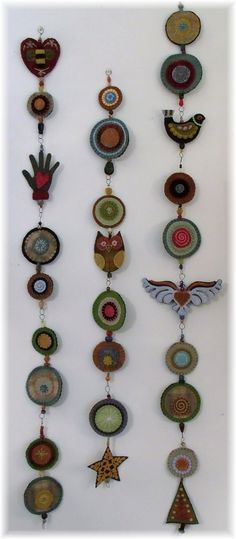 A kind of woolie totem pole! Could put some of my antique buttons, etc. in the centers of the circles or between the wool items. Fabric Art, Fabric Crafts, Wool Quilts, 3d Quilling, Wool Embroidery, Creation Couture, Penny Rugs, Felt Applique, Felt Ornaments