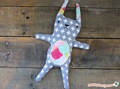 Print a free pattern for a rice-filled, microwaveable Cozy Kitty Heat Pack! Video tutorial.
