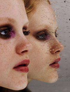 Faszinierendes Porträt mit Spiegel und Wassertropfen. So kreativ und gleichzeitig einfach und günstig nachzumachen!