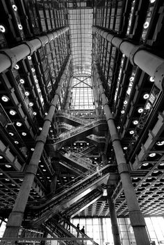 Lloyds, London / Richard Rogers, by Ed Hollis Industrial Photography, Urban Photography, Monochrome Photography, Black Building, Building Art, Waterfall House, Modern Shop, Amazing Spaces, Brutalist