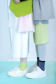 streetstyle-layers-trends-green-white-socks-fashion-week