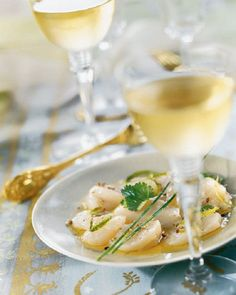 Carpaccio of scallops with lime and chives - Trend Appetizer Fine Dining 2019 Coquille Saint Jacques, Seafood Appetizers, Seafood Dishes, Wine Recipes, Salad Recipes, Cooking Recipes, Ceviche, Dinner Party Menu, Vegetarian Recipes