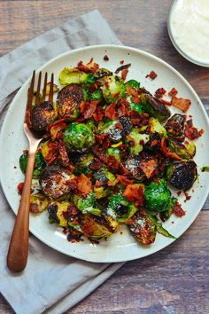 Pan Fried Brussel Sprouts, Sprouts With Bacon, Brussels Sprouts, Dinner Dishes, Side Dishes, Aioli Sauce, Garlic Aioli, Sprout Recipes, Chicken Soup Recipes