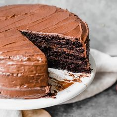 28 of the best seasonal, healthy recipes to cook in February! Celebrate seasonal produce like winter squash, citrus, broccoli, sweet potatoes and more with a new recipe for each day this month. You'll find sweet & savory breakfasts, delicious lunches & dinners, and plenty of chocolate just in time for Valentine's Day. Gluten Free Chocolate Cake, Chocolate Frosting, Cake Chocolate, Paleo Dessert, Gluten Free Desserts, Paleo Sweets, Bolo Paleo, Coconut Cream Frosting, Savory Breakfast