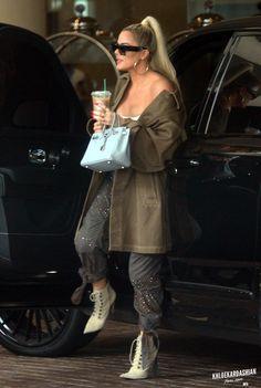 Click image to close this window Kim Kardashian Selfie, Khloe Kardashian Outfits, Estilo Kardashian, Kardashian Style, Kardashian Jenner, Kylie Jenner Workout, Fashion Design Sketches, Celebrity Look, Outfit Of The Day