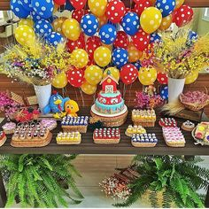 Festa Galinha Pintadinha por @juliocarolisparties, adorei! Acho super bacana o painel de balões! #kikidsparty