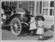 Photograph of small twin girls in front of 1911 Buick Roadster. Vintage Children Photos, Vintage Twins, Vintage Pictures, Old Pictures, Old Photos, Antique Cars For Sale, Twin Girls, Car Photography, Vintage Photographs