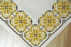 Exellently well done vintage square handmade cross-stitch embroidery w rosebud flower motive on bone white linen tablet/ table-cloth hashtags Cross Stitch Geometric, Cross Stitch Borders, Cross Stitch Rose, Cross Stitch Flowers, Cross Stitch Designs, Cross Stitching, Cross Stitch Embroidery, Hand Embroidery, Cross Stitch Patterns