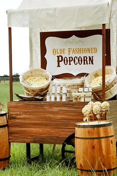 Easy entertaining with a popcorn bar! Shakers with seasoning combos, pre-popped popcorn, chocolate and peanut butter M&M's, honey roasted peanuts to add. Popcorn balls and flavored popcorn. Popcorn Station, Popcorn Stand, Popcorn Bar, Popcorn Theme, Diy Wedding, Wedding Favors, Rustic Wedding, Wedding Ideas, Wedding Decor