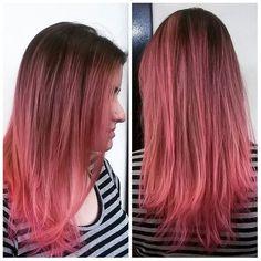 Quem nunca sonhou em ter o cabelo assim? Rosa é lindo demais, é muito amor  Candy Pink por Pree Silva @pree_silva e Lucas Chamorro @itsmechamorro #pinkhair #style #fashion #circushair