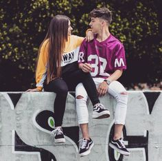 Cute Couple Poses, Couple Photoshoot Poses, Cute Couples Goals, Couple Posing, Couple Dps, Cool Girl Pictures, Cute Couple Pictures, Girl Photos, Teen Girl Outfits