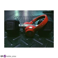 #Repost @eddie_arias: Music ON the world OFF just me against the weights today .