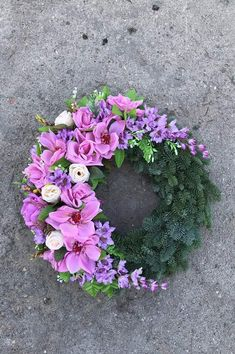 Wreath Ideas, Door Wreaths, Cemetery, Advent, Floral Wreath, Iphone, Crafts, Home Decor, Crowns