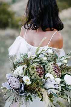 GLL Bride Ebony's breathtaking, wild blooms | Image by Heart and Colour