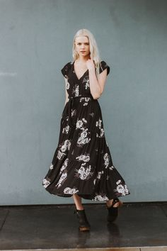 Cool 44 Beautiful Floral Midi Dresses That Inspire from https://www.fashionetter.com/2017/06/14/44-beautiful-floral-midi-dresses-inspire/