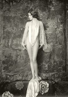 """Ziegfeld Girl ~ Olive Brady ~ Performed in Ziegfeld's musical """"Whoopee"""" – Photo: Alfred Cheney Johnston. Vintage Glamour, Vintage Beauty, Vintage Vogue, Vintage Fashion, Pin Ups Vintage, Vintage Girls, Vintage Pictures, Vintage Images, Anos 20s"""