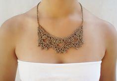 Collar gargantilla. Collar de boda para mujer. Romántico collar de novia. Collar victoriano tejido a crochet con hilo dorado. Collar de dama de honor