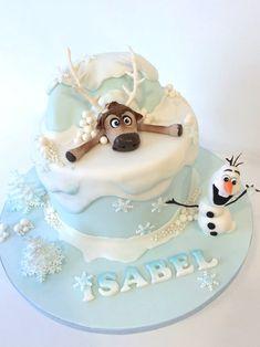 Bolo Frozen Ideias Lindas e Divertidas Bolo Frozen, Torte Frozen, Disney Frozen Cake, Frozen Theme Cake, Disney Cakes, Sven Frozen, Frozen Cupcakes, Elsa Frozen, Frozen Birthday Party