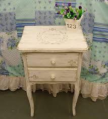 Resultado de imagen para mesas de luz antiguas vintage
