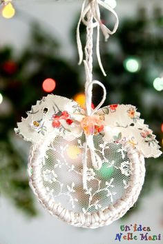 decorazioni natalizie con biccheri plastica o vasetti yogurt, filo e tessuto