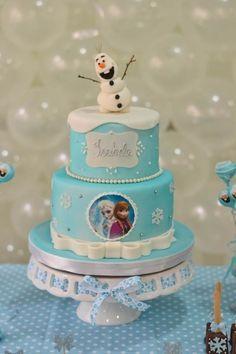 Bolo Frozen Ideias Lindas e Divertidas Bolo Frozen, Disney Frozen Cake, Frozen Theme Cake, 70th Birthday Cake, Frozen Birthday Party, Birthday Parties, Baby Shower Cakes, Buttercream Icing, Birthday Cake Decorating