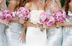 De Roze en zilver themabruiloft is namelijk de perfecte match van het zoete roze voor de bruid en het stoere zilver voor de bruidegom.