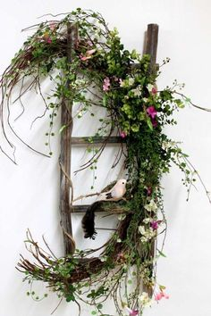 Spring decoration with fresh branches and small decorative birds . - Spring decoration with fresh branches and small decorative birds . Christmas Wreaths To Make, Simple Christmas, Christmas Diy, Country Christmas, Christmas Snowman, Arrangements D'hortensia, Arrangement Floral Rose, Country Decor, Rustic Decor