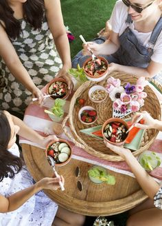 such a fun outdoor entertaining concept -- an Earth Day picnic! Outdoor Entertaining, Outdoor Fun, Fairs And Festivals, Food Backgrounds, Party Entertainment, Earth Day, Picnics, Party Planning, Brunch