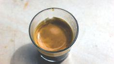 Caffè espresso per fare Irish Coffee, cocktail con caffè whiskey irlandese panna