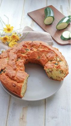 La ciambella salata soffice zucchine e ricotta è pronta per essere servita! Provatela anche voi e condividete la ricetta con i vostri amici!